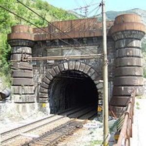 Rifare il traforo ferroviaro del Frejus al posto del maxitunnel: Tav la proposta a Palazzo Chigi di alcuni sindaci valsusini