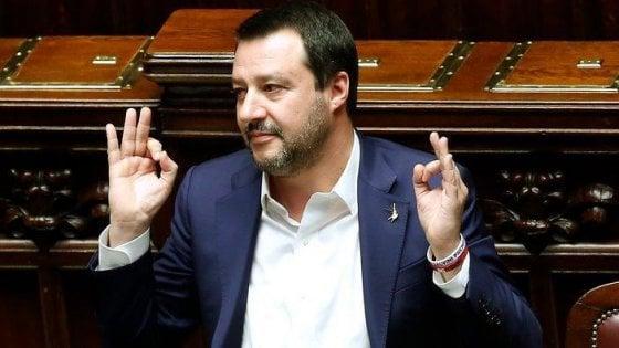 """Migranti a lezione di yoga, Salvini attacca il progetto del Piemonte: """"Eh, sì, sono queste le priorità"""""""