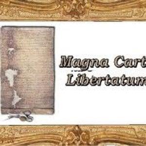 """Vercelli, scortata con le manette arriva """"la Magna Charta della libertà"""""""