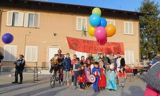 Saluggia, il pupazzo di carnevale appeso ai palloncini ritrovato da un bambino in Slovenia