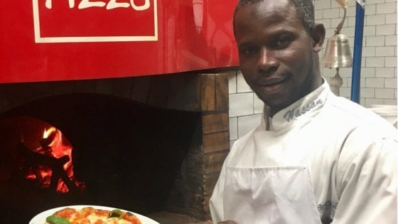 """Hassan, dagli scantinati dell'ex Moi di Torino a una pizzeria in Africa: """"Il mio sogno si avvera"""""""