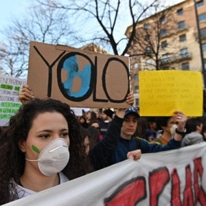 Torino, 20 mila ragazzi in piazza per la manifestazione in difesa dell'ambiente