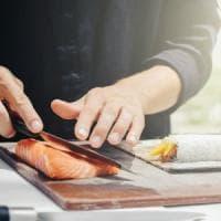 Pinerolo, cuoco accoltellò i titolari del suo ristorante giapponese: era