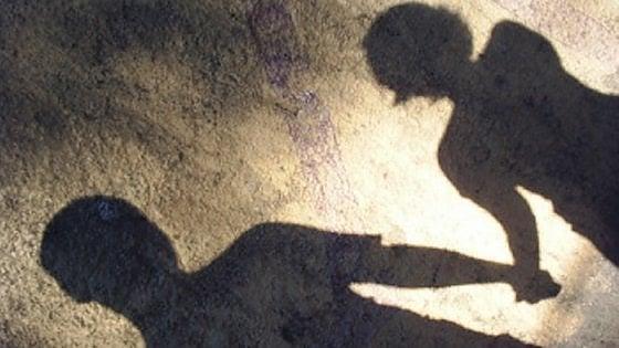 Vercelli, operatore di comunità per minori violenta due giovanissime ospiti: arrestato