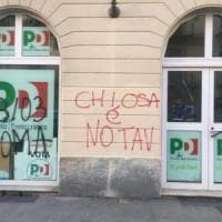 Torino: imbrattata la sede del Pd di Vanchiglia con scritte No Tav
