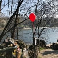 Giallo dei Murazzi, un palloncino rosso per ricordare Stefano un mese dopo