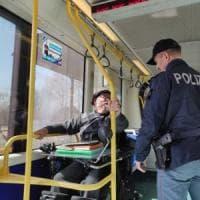 Torino, la protesta del disabile: blocca per sette ore il tram, necessari