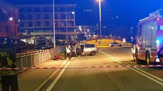 Verbania, famiglia travolta da un'auto mentre passeggia sul marciapiede: un morto e tre feriti