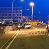 Verbania, famiglia travolta da un'auto mentre passeggia sul marciapiede: un morto e tre...