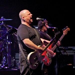 Tornano i Pixies a Torino, la band che ispirò i Nirvana il 12 ottobre sul palco delle Ogr