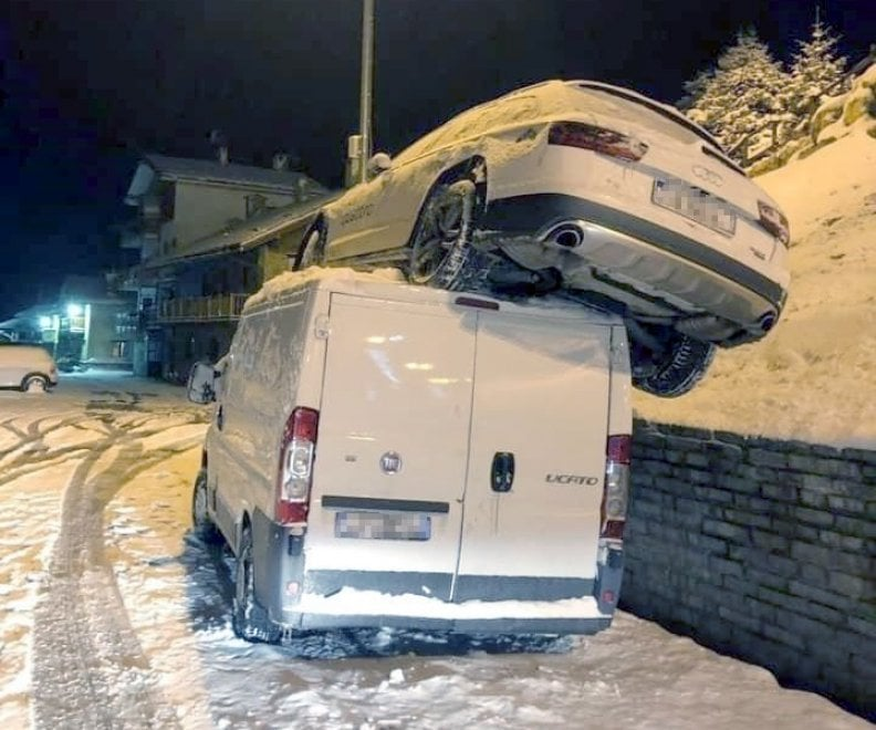 "Per Sofia Goggia incredibile incidente a Sestriere: ""Sto bene, mi rimetto in carreggiata"""