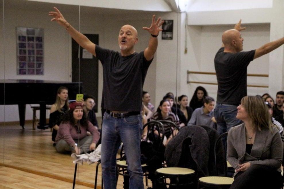 Bisio professore speciale per la Gypsy Academy di Torino