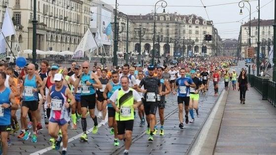 Torino,  troppi runners e traffico in tilt ogni domenica: il Comune taglierà le gare
