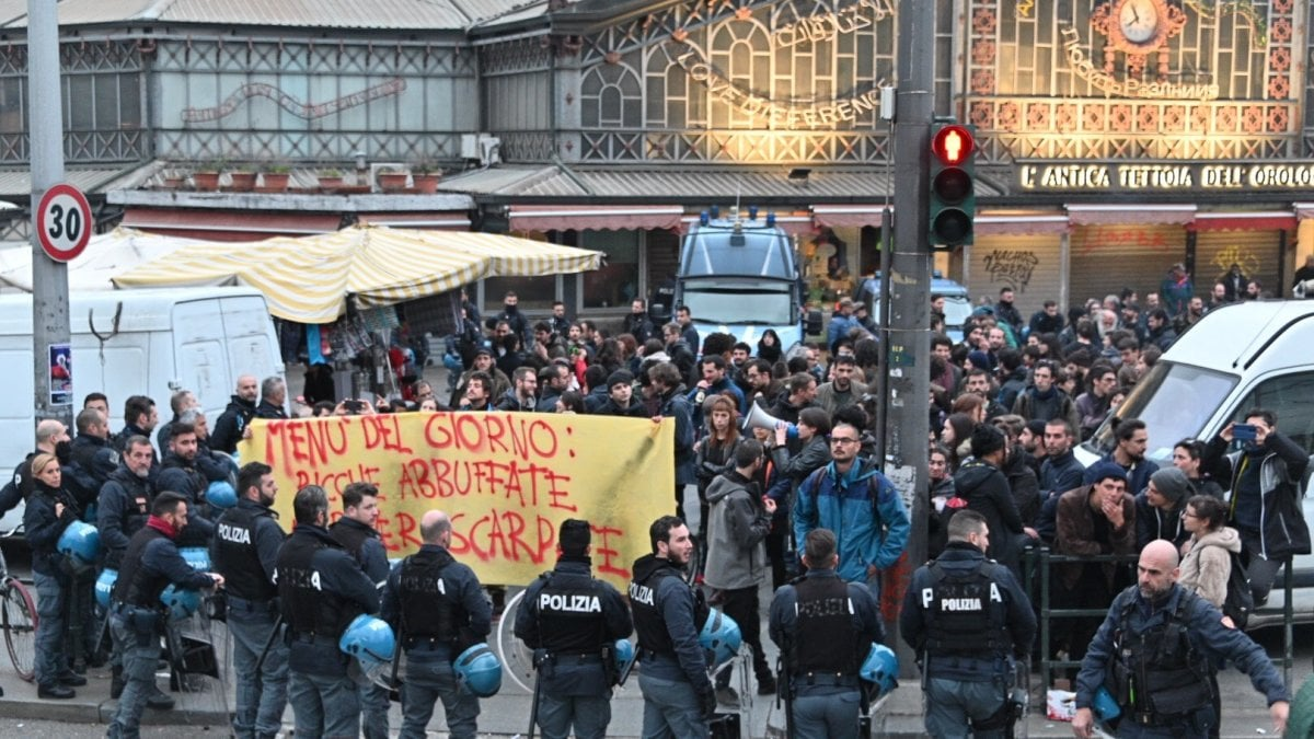 Anarchici contro il Mercato Centrale: circondati dalla polizia e ...