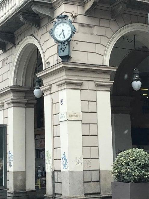 Gli orologi di Torino dimenticati: non ci sono i soldi per la manutenzione