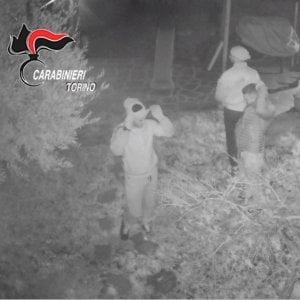 In trappola la banda di ladri che dopo i furti si faceva selfie con le vittime addormentate