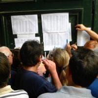 Pagavano fino a 15 mila euro per un diploma falso che aprisse le porte della scuola...