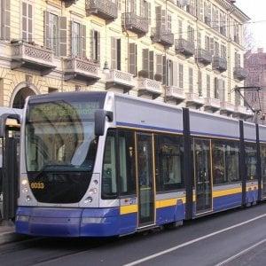 """Torino, marocchino disabile insultato e minacciato sul tram. """"Ci fai perdere tempo, tornatene al tuo paese"""""""