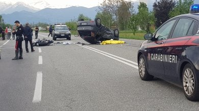 Scontro tra moto e auto a Ciriè, due morti e una ragazzina ferita forse per una manovra azzardata