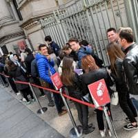 Code di turisti nei musei per il weekend di Pasqua