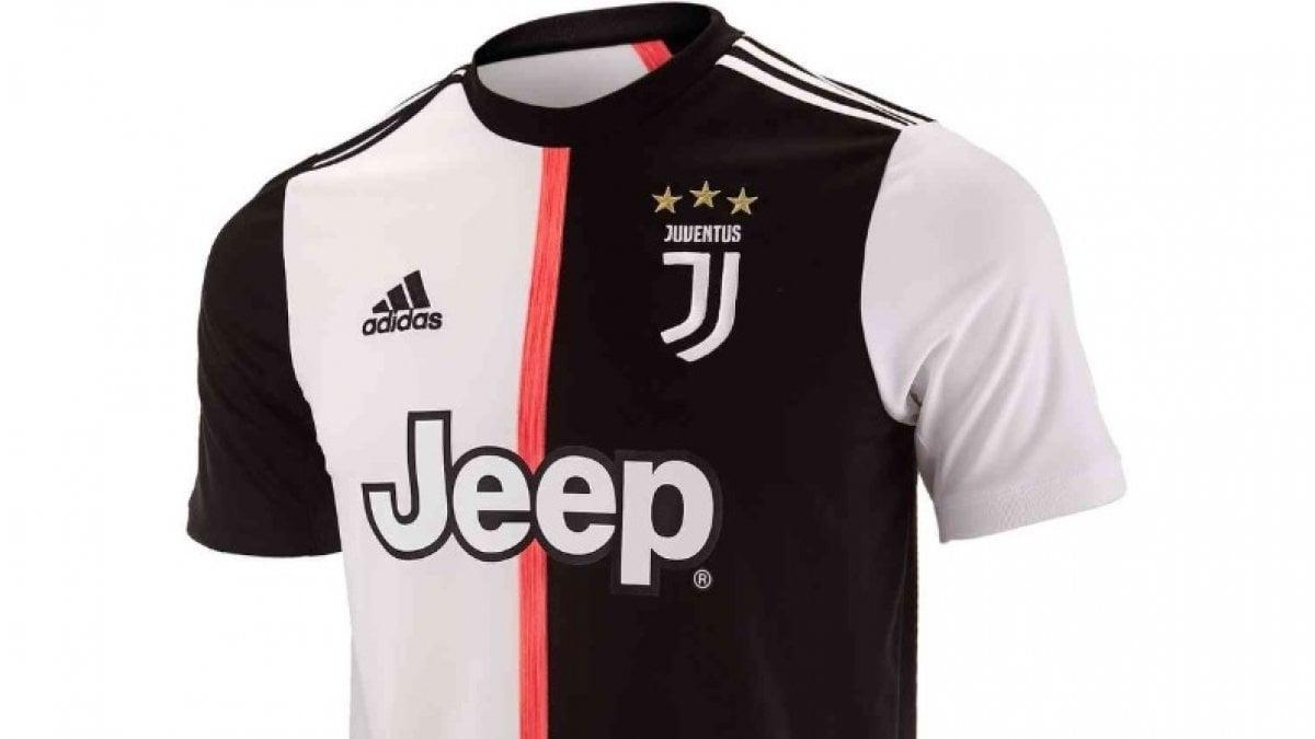 1ec1ae1b38 Una rivoluzione in bianconero: la nuova maglia della Juve 2019-2020 toglie  le righe - Repubblica.it