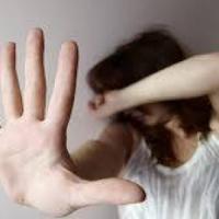 Ivrea, a 12 anni chiama i carabinieri e fa arrestare il papà che picchia la mamma