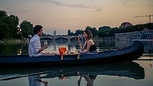 L'ultima moda torinese? L'aperitivo in canoa sul Po (con violinista opzionale)