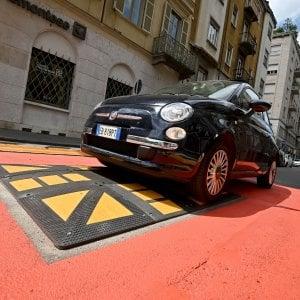 """Torino sperimenta il """"cuscinetto berlinese"""" per ridurre la velocità delle auto nelle zone 30"""