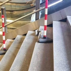 Torino, chiuso l'ingresso di una stazione della metropolitana danneggiata dai vandali