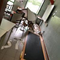 """Vandali alla scuola media di Venaria. La furia del sindaco 5 Stelle : """"Idioti del terzo..."""