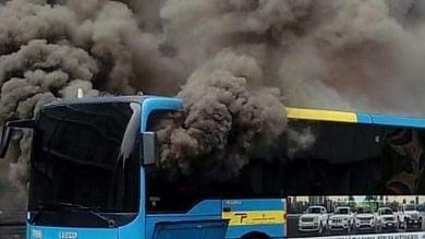 Beinasco, brucia un altro bus Gtt,  l'autista riesce a spegnere il rogo