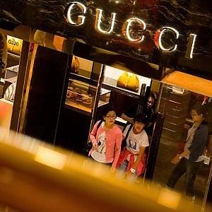 Basta Svizzera, ora Gucci sceglie il Piemonte: aprirà un polo nel Novarese
