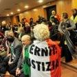 Eternit, l'imprenditore Schmidheiny condannato a quattro anni di carcere per omicidio colposo   video