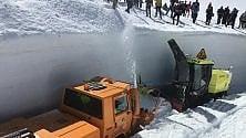 Sette metri di neve da spalare per liberare il Piccolo San Bernardo