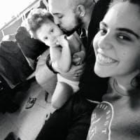 Bimbo di 19 mesi morto a Novara, fermati per omicidio la mamma e il compagno: