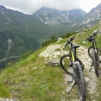 Cuneo, tredicenne cade in mountain bike: grave
