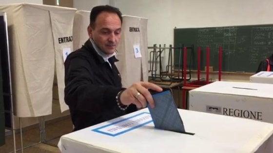 Gli exit poll in Piemonte: Cirio nuovo presidente, la sua coalizione sfiora il 50%. Spoglio al via