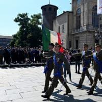 Festa della Repubblica, l'alzabandiera in piazza Castello
