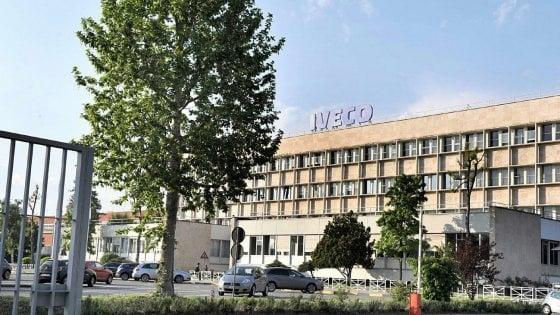 Incidente davanti ai cancelli Ftp-Iveco: durante un presidio investita una lavoratrice della Manital