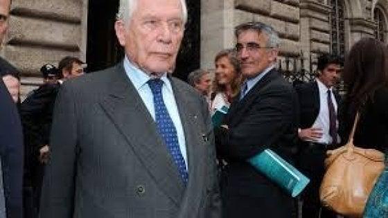 """Torino, la famiglia Agnelli alla messa per Gabetti: John """"Ti saresti divertito in queste settimane"""""""