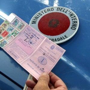 Torino: per perdere la patente basta un incidente causato da un sorpasso azzardato