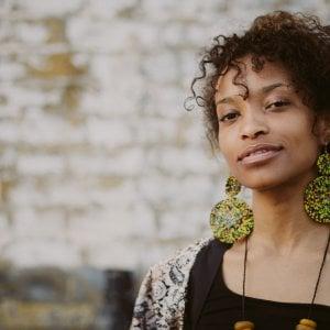Il jazz afro italo inglese di Amira Kheir, Lelio Morra cantautore in canottiera
