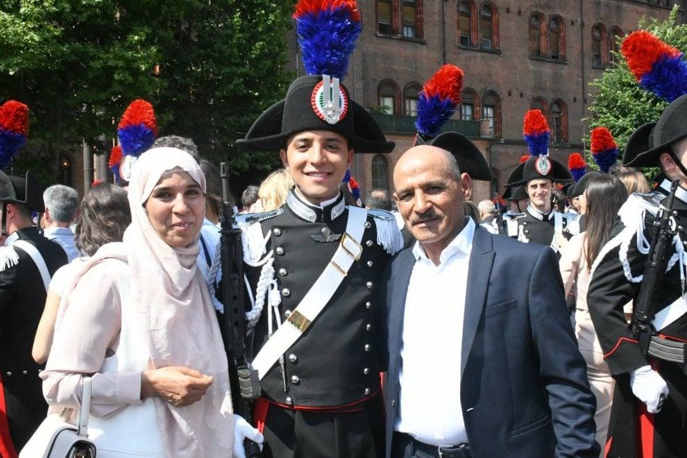 Torino, l'allievo carabiniere con la mamma e la sorella col velo