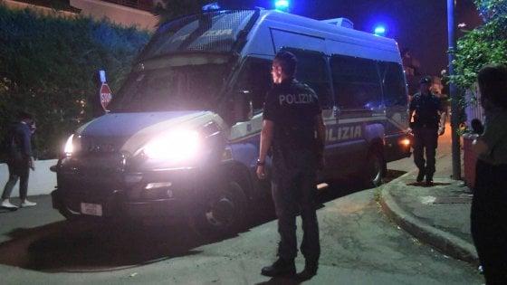 Torino, scene di guerriglia davanti a una discoteca di corso Moncalieri: 4 arresti