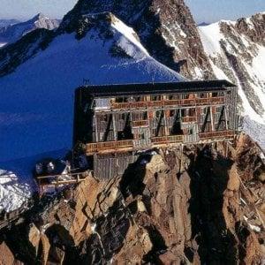 Monte Rosa, da cinque giorni il termometro non va sottozero neanche nel rifugio più alto d'Europa