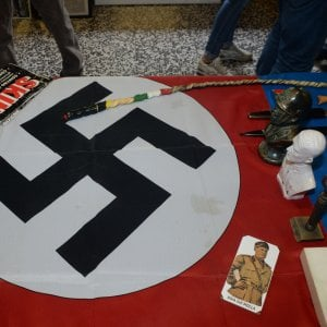 Blitz all'alba a Torino, nel mirino militanti di diversi gruppi dell'estrema destra. Arrestato il leader della Legio Subalpina