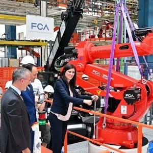 Mirafiori presentata la linea della 500 elettrica, potrà produrre 80 mila vetture l'anno