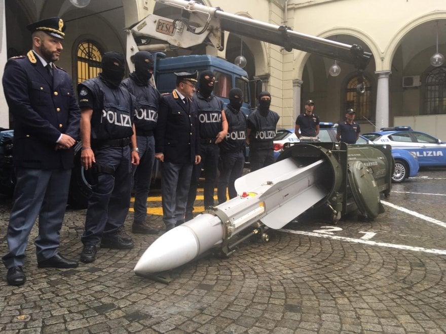 Sequestrato arsenale con armi da guerra a un gruppo di estremisti destra, c'è anche un missile