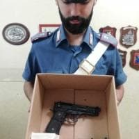 Ex guardia giurata minaccia di uccidersi per rivedere la fidanzata che lo