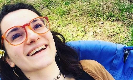 Ragazza di 26 anni in bicicletta travolta e uccisa da un'autocisterna